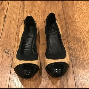 Tory Burch Tan & black quilted Leader flat